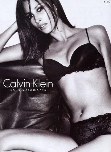 """בקמפיין של קלווין קליין, 2001. """"לא כל כך מרגישה בנוח לראות את עצמי בהלבשה תחתונה"""""""