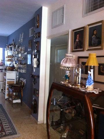 ''לפני'': הדלת שמובילה אל המסדרון שלאורך חדרי השינה (באדיבות studio 37)
