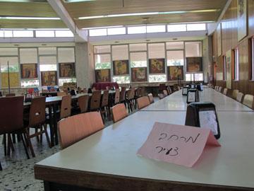 עשרות חדרי אוכל (בצילום: עין דור) (צילום: מיכאל יעקובסון)