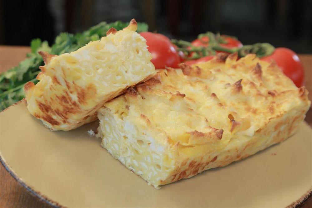 פשטידת פסטה עם תערובת גבינות (צילום: טל אגסי)