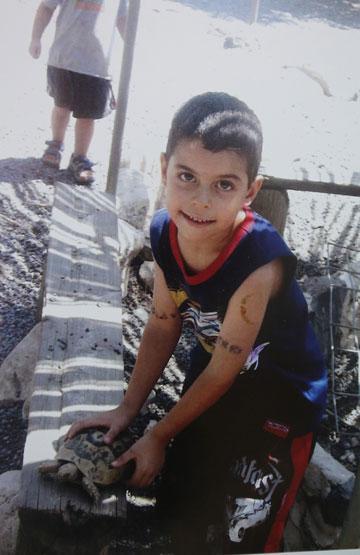 עומר בן העשר נלחם על האמת שלו (מתוך האלבום המשפחתי)