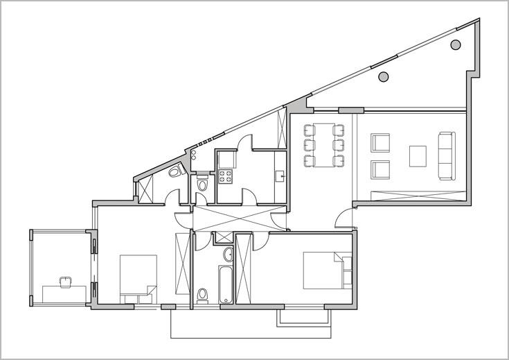 תוכנית הדירה, ''לפני'': שלושה חדרים גדולים, מרפסות לא מנוצלות ומסדרון שהסתיים במחצית הדרך (תכנון: אדריכלית עינת איכהולץ פורת ממשרד איכהולץ ענתבי אדריכלות)