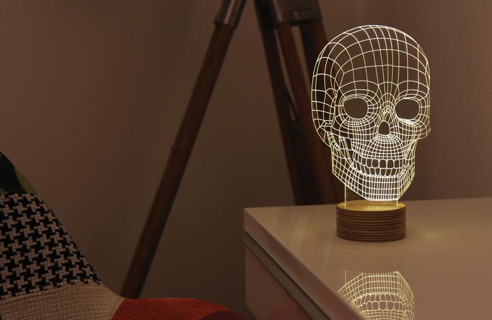 BULBING עלתה לרשת ב-17 באפריל והפכה מיד ללהיט ויראלי. אחרי שלושה ימים הצליחו שני המעצבים לגייס את הסכום המבוקש. כעבור שבועיים גדל הסכום פי ארבעה. 978 תומכים, נכון להיום, קנו את המנורה. בנוסף, היא תימכר בחנות של המוזיאון לאמנות מודרנית בניו יורק, שבחרה 20 פריטים של מעצבים צעירים מרחבי העולם, שהמימון לייצורם גויס באמצעות קיקסטארטר (צילום: עידן שלר)
