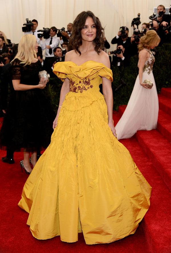 צהובה ומקומטת. קייטי הולמס (צילום: gettyimages)