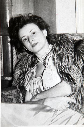 אמה של עדה, לולה-לאה לזורגן (מתוך אלבום משפחתי)
