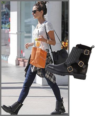 הדוגמנית אלסנדרה אמברוסיו בסטייל גראנג'י עם מגפיים של זאדיג & וולטר (2,915 שקל) (צילום: splashnews/asap creative)