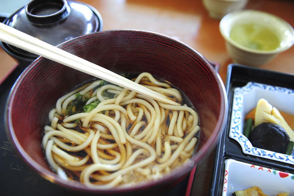 תזונה יפנית מתבססת בעיקר על פחמימות, ומכילה כמויות נמוכות של שומן באופן יחסי (צילום: thinkstock)