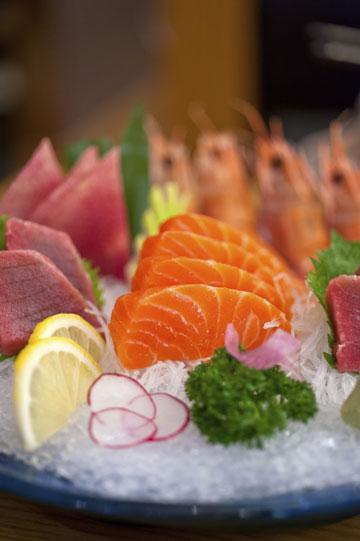 הדגים שנמצאים כמעט בכל מנה יפנית מכילים כמויות גבוהות של חלבונים ושומנים בריאים (צילום: thinkstock)