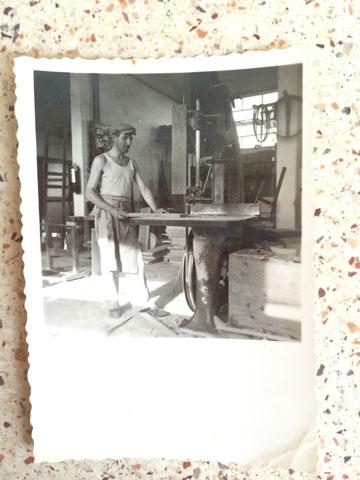 ראובן ב''מזוית - בית חרושת לנגרות'', שבו עבד (צילום: ליאת זילברשטיין)