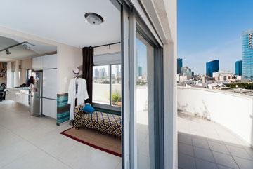 הכניסה לחדר השינה מהמרפסת (צילום: עמרי אמסלם)