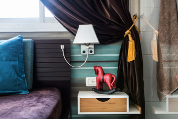 שידות צד לא תואמות. בתמונה שידה ממגירה ישנה שמוחזרה, בעיצוב ''סטודיו יוביקו'' (צילום: איתי בנית)