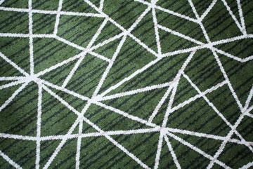 דוגמת המשולשים בשטיחים (צילום: טל ניסים)