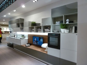 המטבח כחזית של הסלון. Scavolini (צילום: רוני אביצור)