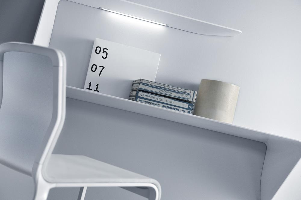 העיצוב שהזניק את ואסילב, בוגר אלמוני של הפוליטכניקו של מילאנו, למעלה: שולחן העבודה Mamba שזכה בתחרות מטעם בית העיצוב MDF. מקסימום מענה במינימום מקום (באדיבות ויקטור ואסילב)