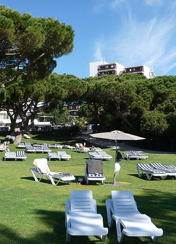 המלון בנוי על צוק מרשים. Club Med Da Balaia 4 tridents (צילום: נעם רוזנברג)