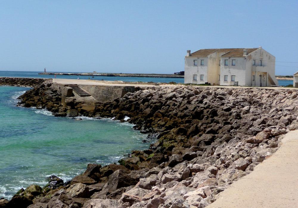 המפרצונים היפהפיים באיי הלגונה יוצרים תמונות סוריאליסטיות במיוחד. בית בשמורת הטבע Ria Formosa (צילום: נעם רוזנברג)