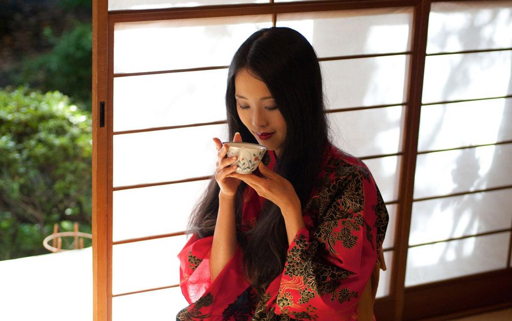 היפנים מרבים בשתיית תה ירוק, המגן על הגוף מפני תהליכי הזדקנות (צילום: thinkstock)