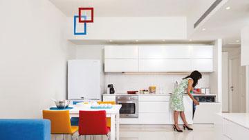 דירת הנופש. סלון ומטבח בחלל אחד (צילום: טל ניסים)