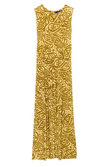 """אוברול מודפס בעיצובו של ג'רי מליץ. """"ג'רי תפר את האוברול הזה במיוחד עבורי בשנות ה-70. לשמחתי, הגוף לא השתנה מאז"""" (צילומים: ענבל מרמרי)"""