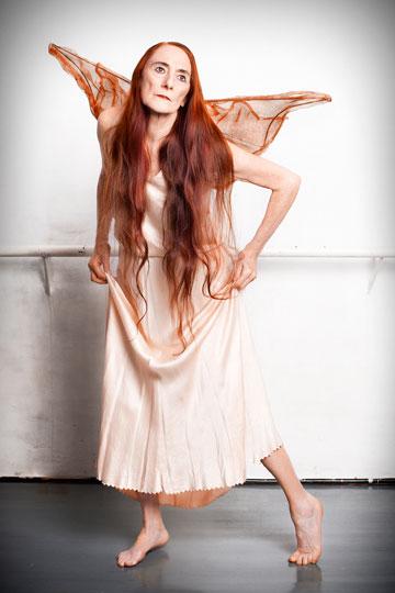 """""""פינה באוש תמיד רקדה על הבמה בשמלות שנראו כמו לנז'רי"""" (צילומים: ענבל מרמרי)"""