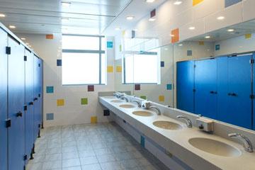 חדר שירותים בבניין החדש (צילום: אלי סינגלובסקי )