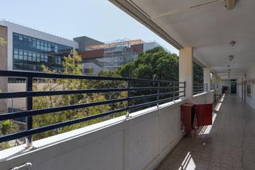 מבט מאחד המבנים הישנים של הגימנסיה על הקמפוס החדש (צילום: אלי סינגלובסקי )