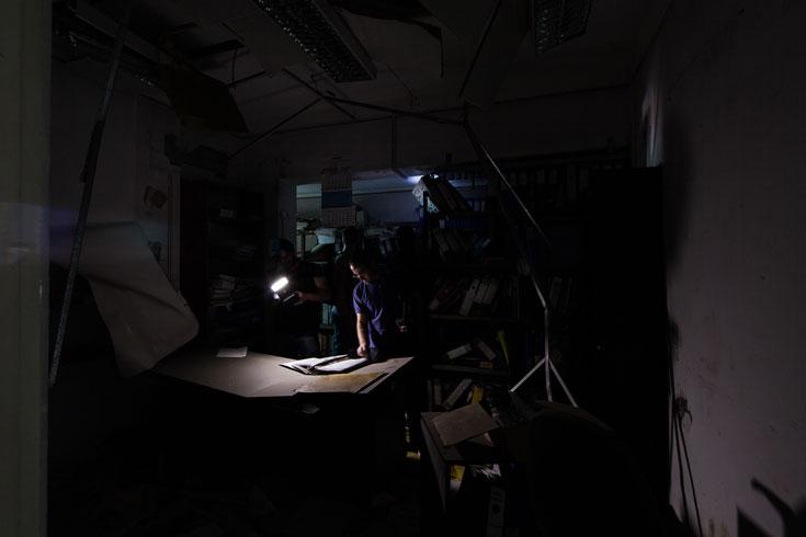 משוטטי Urbex מסיירים במרתפי המחלבה. תחביב נפוץ ברחבי העולם (צילום: טל ניסים)