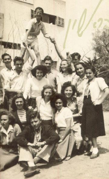 היו זמנים. הגימנסיה נוסדה ב-1939 והיא אחד מסמליה של ראשון לציון (באדיבות מוזיאון ראשון לציון)