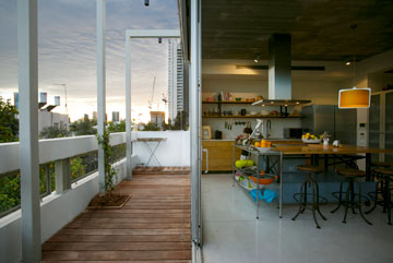 מרפסת המטבח (צילום: שירן כרמל)