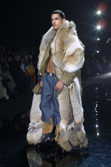 תצוגת אופנה בשנת 2001 של המותג שהקים שון ג'ון קומבס (צילום: gettyimages)