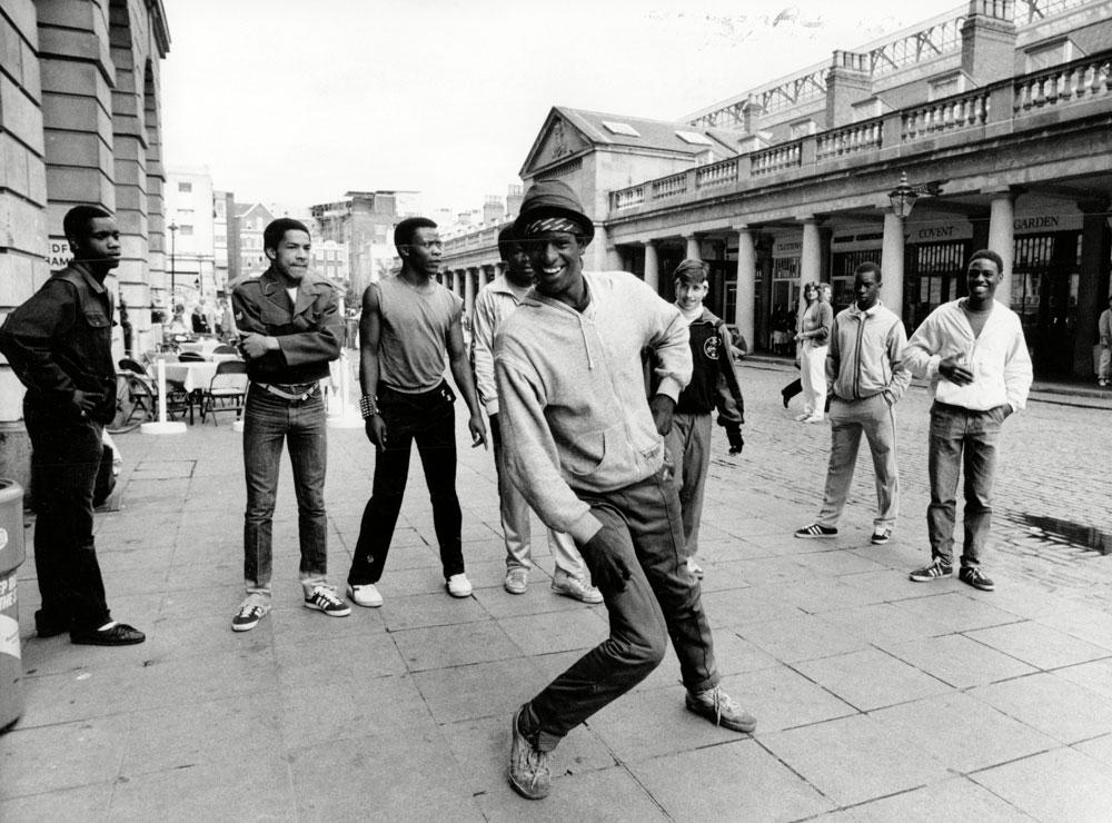 """""""בשנות ה-70 וה-80 יכולת לזהות איך צעירים שחורים לבושים ומהיכן הם. בברוקלין, קווינס והארלם כל קבוצה התלבשה בסגנון אחר"""" (rex/asap creative)"""