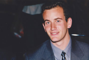 """ליבנה כמאבטח, 1999. """"הייתי עם עניבה, מסודר כזה"""" (מתוך האלבום הפרטי)"""