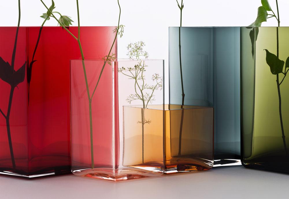 ואגרטלי הזכוכית שעיצבו למותג הוותיק Iittala והוצגו בשבוע העיצוב האחרון במילאנו (צילום: Iittala)