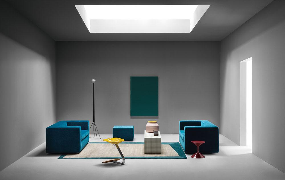 קלאסיקות בשידור חוזר: יותר ויותר וריאציות על רהיטים אגדיים מהעבר. Zanotta הציגה מערכות סלון מלאות שמבוססות על קלאסיקות כאלה