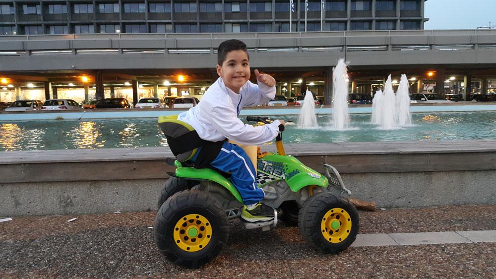 """רזי אזולאי והרכב שלו: """"הוא נותן לי אפשרות לראות אותי בדיוק כמו כולם"""""""