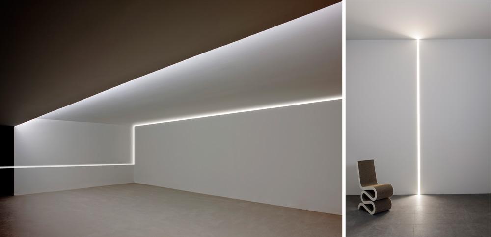 כמו משקוף: Moonline של Frank Sinnaeve ו-Stephan Gunst לא רק יוצר אור אלא יוצר ארכיטקטורה של חללים, באמצעות פרופיל אלומיניום ומערכת מגנטית שבתוכה מנגנון Led. לבית התאורה האיטלקי Flos
