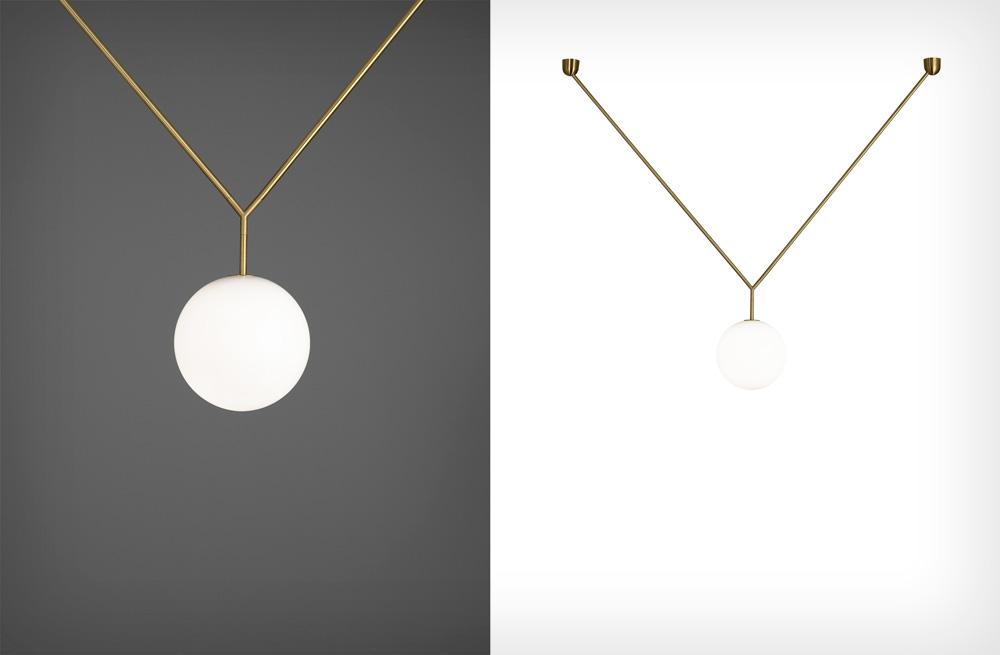 כמו תכשיט: Notch של מעצב התאורה המוערך מייקל אנאסטאסיאדס נראה כמו תליון, וכדרכו של המעצב, הקווים מינימליסטיים ואלגנטיים. לבית התאורה האיטלקי Flos