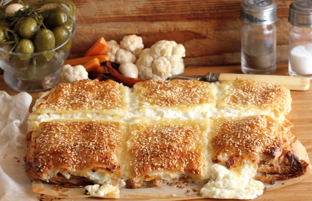 מאפה בצק עלים עם גבינות (צילום: אסנת לסטר )