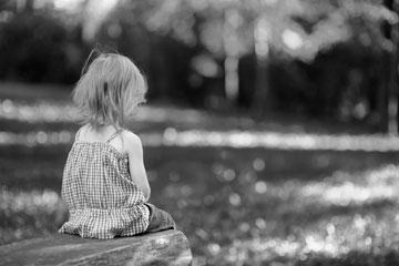 """""""עד היום אני לא מבינה איך אפשר לנתק ילדה כה קטנה מביתה ולהרחיק אותה מכל מגע משפחתי חם"""". אילוסטרציה (צילום: shutterstock)"""