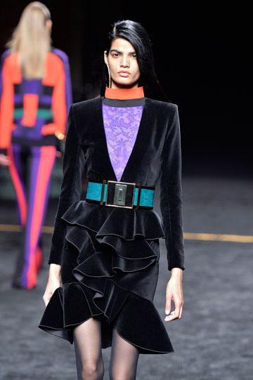 """""""אני רוצה לדבר עם הדור שלי"""". תצוגת אופנה של בלמן בפריז (צילום: gettyimages)"""