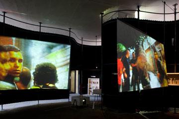 חלל בתערוכה על בו בורדי, שמוצגת כעת בשיקגו (צילום:  Ioana Marinescu © )