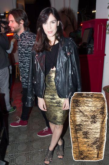 וואו: נטע גרטי לבושה בחצאית מוזהבת לוהטת של קאלה (349 שקל). וואו כבר אמרנו? (צילום: רפי דלויה, קרן הראל)