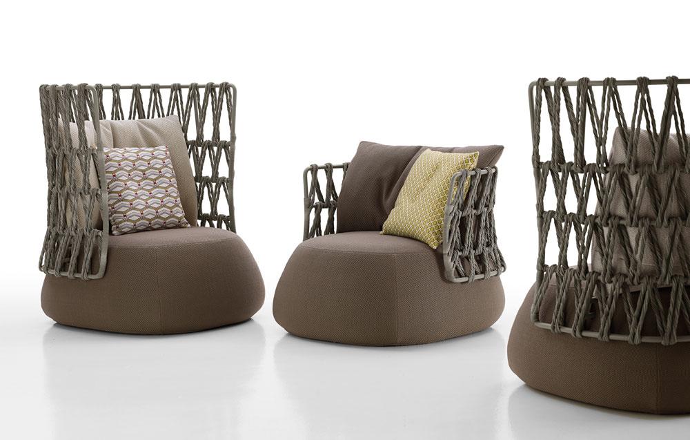 בית הריהוט היוקרתי B&B Italia, המזוהה עם מערכות ישיבה משובחות לסלון, נכנס לריהוט הגן. כורסאות וספות של פטריסיה אורקיולה, שיכולות להתאים כמובן גם לבית, במראה טבעי