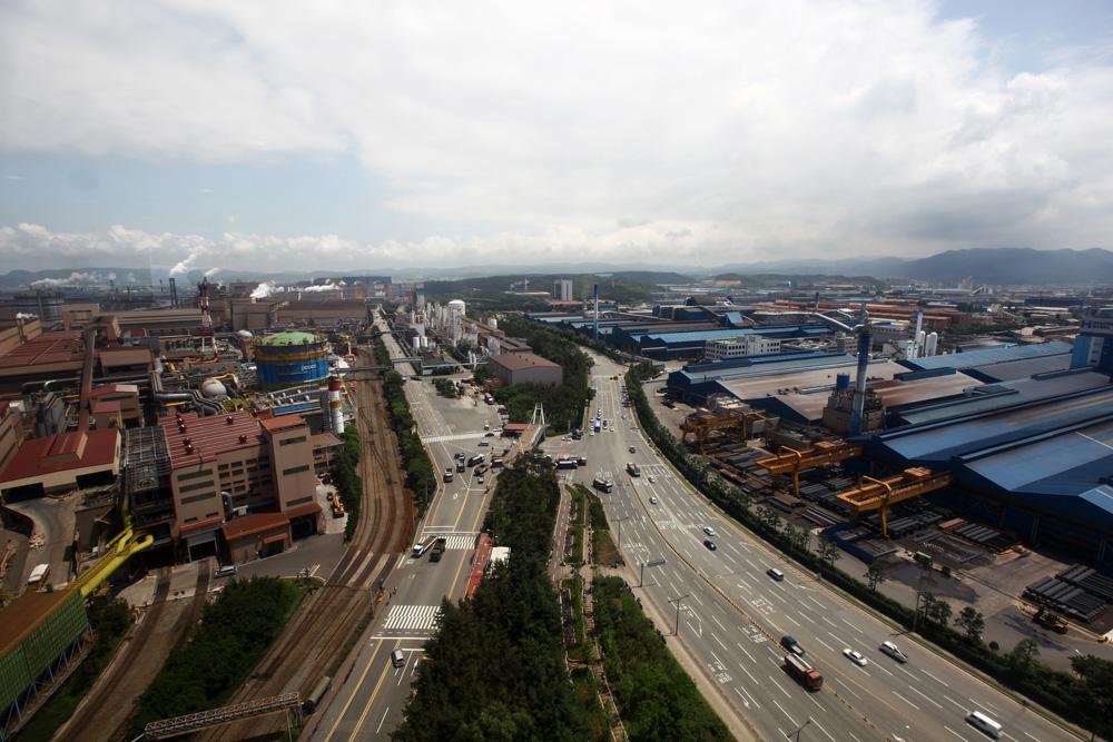 אזור תעשייה בעיר פוהאנג שבדרום קוריאה. רבים מהעוסקים בתכנון עירוני מעודדים את היעלמות התעשייה מהערים (צילום: מינג'י קלארה קים)