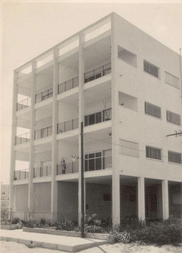 הבית ברחוב בארי 18 בתל אביב. בקומת הקרקע התגורר משה שלוש, בן מייסדי תל אביב וראש העירייה (שסולק מתפקידו) (מתוך ארכיון אהרון דורון באדיבות גיא שניאור)