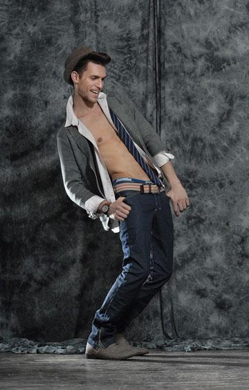 עידן רול מדגמן את קולקציית חורף 2011-12 של בוטיק Orlando Any-Wear  (צילום: איתן טל )