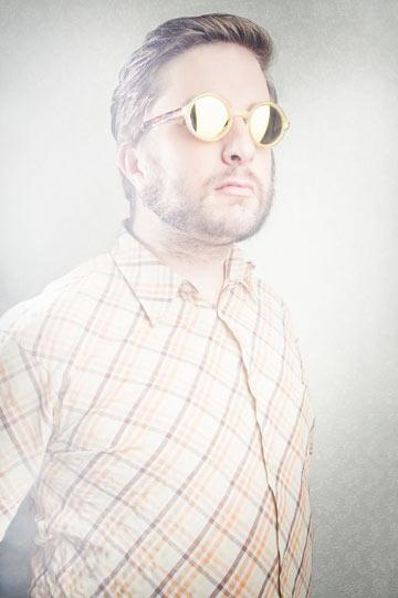 קיץ 2012: משקפיים עם עדשות מראה לגברים בקולקציה של אנדי וולף