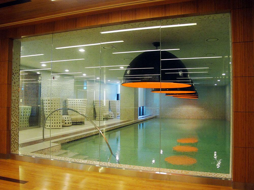 הבריכה בבית החולים הפרטי לנשים בסיאול, שנחנך בשנה שעברה. המטרה היתה חוויה של מלון ספא מפנק (צילום: באדיבות אילן ויסברוד)