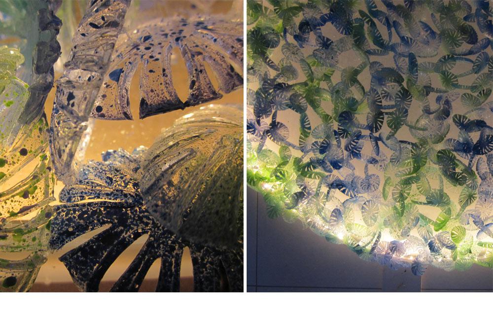 """הפרויקט של רוני פרנקל (משמאל מבט מקרוב) - גופי תאורה שעשויים כולם מסכו""""ם חד פעמי: מזלגות, כפיות (כאן בתמונות) וסכיני פלסטיק. זהו פרויקט של מיחזור, והתוצאה - שהושגה באמצעות חיתוך, צביעה ושיבוץ אבני סברובסקי - מפתיעה ומקורית מאוד: כלי הפלסטיק הופכים תחת ידיה לגוף שנראה כמעט אורגני ומזכיר בתנועתו חבצלות מים (באדיבות שנקר, תמי דהן)"""