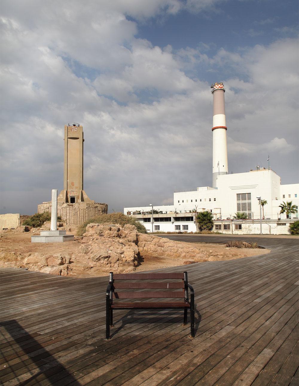 פארק רדינג (בתכנון ברוידא-מעוז) האריך את הטיילת של תל אביב-יפו צפונה, והאיר ''חור שחור'' שאף אחד לא ידע על קיומו. הציבור מצביע ברגליים (צילום: אמית הרמן )